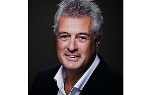 Топ-менеджера южноафриканского медиахолдинга Naspers — директор по инвестициям и исполнительный директор