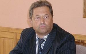 Бывший членом Совета Федерации Федерального Собрания Российской Федерации от законодательной власти Смоленской области, бывший губернатор Смоленской области, бывший начальник УФСБ Смоленской области