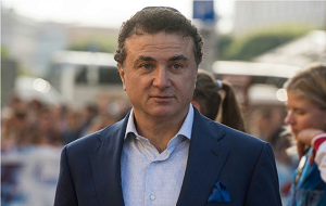 Владелец и председатель совета директоров холдинга «ПетроМир», президент корпорации «Конти»
