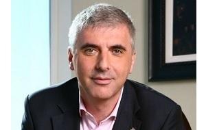Российско-израильский предприниматель и общественный деятель, один из бывших руководителей нефтяной компании «ЮКОС», 2001 год — президент «Российского еврейского конгресса», в 2003 году был ректором РГГУ. Владелец ресурса Grani.ru.