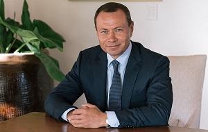 Бывший глава администрации города Владивостока (2004—2008), единственный из пяти мэров, родившийся во Владивостоке