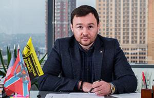 Лидер организации «Свободный Донбасс», комбат батальона «Дон», состоящего, в основном, из сербов и чеченцев. Член политсовета партии «Новороссия». Лидер общественной организации «Свободный Донбасс».