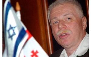 Грузинский бизнесмен, основными сферами деловых интересов которого являлись автопром, пресса и спорт. Выдвигал свою кандидатуру на президентских выборах в Грузии в январе 2008 года и занял третье место с 7,1 % голосов. В прессе в основном упоминался под прозвищем «Бадри», хотя по паспорту носил имя Аркадий