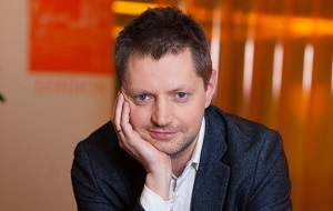 Российский журналист, медиаменеджер, теле- и радиоведущий. Ведущий новостей и ряда авторских передач на канале НТВ (1993—2013), продюсер и менеджер в холдинге «СТС Медиа» (2013—2016)[1], генеральный продюсер телеканала RTVi (с 2016 года)