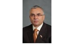 Член Совета Федерации от правительства Ханты-Мансийского АО, бывший глава муниципального образования Нижневартовский район, бывший президент ОАО «Аганнефтегазгеология»
