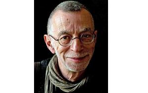 Российский поэт, литературный критик, публицист и эссеист. Лауреат литературной премии «НОС-2012» за книгу «Знаки внимания»