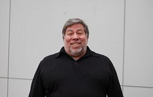Американский изобретатель, инженер-электронщик и программист, соучредитель компании Apple Computer вместе со Стивом Джобсом и Рональдом Уэйном в 1976 году. В середине 1970-х он в одиночку спроектировал компьютеры Apple I и Apple II, которые начали «микрокомпьютерную революцию» и определили развитие отрасли