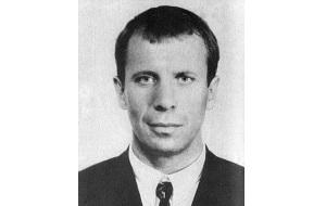 Криминальный авторитет, главарь-основатель Ореховской ОПГ, возникшей в Москве в 1986 году. Известен своим непримиримым отношением к кавказским преступным группировкам