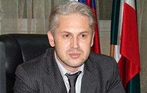 Мэр города Грозный, в прошлом — министр экономического, территориального развития и торговли Чеченской Республики.