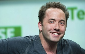 Американский интернет-предприниматель, более известный как основатель и генеральный директор Dropbox. По данным журнала Forbes его состояние оценивается в 1,2 миллиарда долларов США.