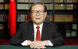 Китайский партийный и государственный деятель, генеральный секретарь ЦК Компартии Китая (КПК) с 1989 года по 2002 год и Председатель КНР с 1993 года по 2003 год, также председатель Военного совета ЦК КПК с 1989 года по 2004 год и Центрального военного совета КНР с 1990 года по 2005 год. Член партии с апреля 1946 года, ЦК КПК с сентября 1982 года, Политбюро с ноября 1987 года, Посткома Политбюро с июня 1989 года (тогда же был избран генсеком)