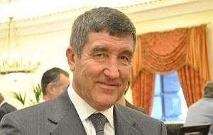 Российский политический деятель, глава администрации Тюменской области с 1991 по 1993 год, министр топлива и энергетики с 1993 по 1996 год
