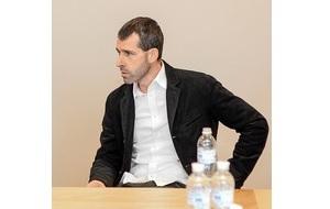 Украинский предприниматель, Занимается ритейлом и недвижимостью, Владелец сети магазинов «МегаМаркет», ТРЦ «Большевик», «Терминал» и «Ультрамарин»