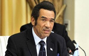 Вице-президент Ботсваны с 1 апреля 1998 до 1 апреля 2008, четвёртый президент Ботсваны с 1 апреля 2008, на обоих постах его предшественником являлся Фестус Могае, его преемником на посту вице-президента стал Момпати Мерафхе
