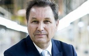 Шведский топ-менеджер. Президент «Группы ГАЗ» (2009—2013), президент — генеральный директор ОАО «АвтоВАЗ» (2014—2016). С апреля 2016 года возглавляет Bo Group Enterprises
