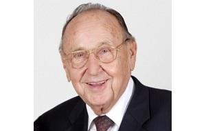 Немецкий политик, член Свободной демократической партии Германии. В 1969—1974 годах занимал должность министра внутренних дел, в 1974—1992 годах — министра иностранных дел и вице-канцлера ФРГ. В 1974—1985 годах являлся председателем партии