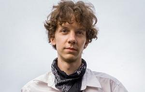 Политический активист, веб-разработчик и музыкант из Чикаго. Является основателем веб-сайта HackThisSite, созданного им в 2003 году во время учёбы в школе и предназначенного для изучения компьютерной безопасности