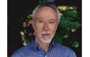 Южноафриканский писатель, критик, лингвист. Первый писатель, дважды удостоившийся Букеровской премии (в 1983 году за роман «Жизнь и время Михаэла К.» и в 1999 году за роман «Бесчестье»). Лауреат Нобелевской премии по литературе 2003 года