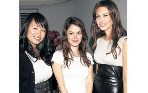 Дочь гонконгского миллиардера и владельца лейбла Shanghai Tang. Дарья (справа) с партнершей по бизнесу Кристиной Тан (слева)