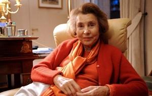 Французская предпринимательница и меценат, в прошлом была известна также как светская львица. Беттанкур — совладелица основанной её отцом в 1909 году компании L'Oréal. При состоянии в 37,6 миллиардов долларов США (январь 2017) она является самой богатой женщиной мира