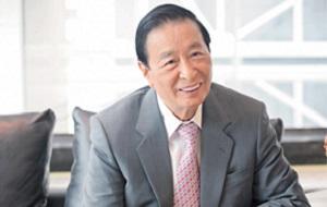 Крупный китайский бизнесмен, основатель, председательи финансовый директор Henderson Land Development Company Limited