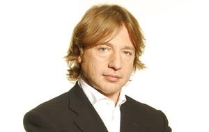 Российский медиаменеджер, маркетолог, экс-генеральный директор телеканалов ТНТ (2002—2013) и СТС (1998—2002).