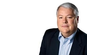 Американский финансист. Член совета директоров банка Goldman Sachs. Бывший старший вице-президент и главный финансовый директор корпорации Apple Inc (2004—2014)