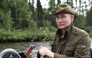 Президент провел отпуск с 1 по 3 августа. Президент РФ Владимир Путин во время подводной охоты в гидрокостюме на каскаде горных озер в Республике Тыва.