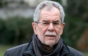 Австрийский экономист и политический деятель, лидер партии Зелёных (Die Grünen — Die Grüne Alternative) в 1997—2008 годах. 4 декабря 2016 года избран президентом Австрии, вступил в должность 26 января 2017 года.