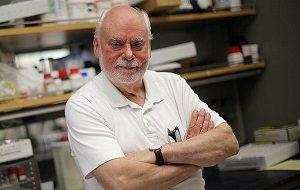 Шотландский и американский учёный-химик. Профессор Северо-Западного университета. Специалист в области супрамолекулярной химии и нанотехнологии. Нобелевский лауреат по химии 2016 года совместно с Жаном-Пьером Соважем и Бернардом Феринга