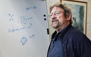 Профессор физики в университете Брауна. Лауреат Нобелевской премии по физике (2016)