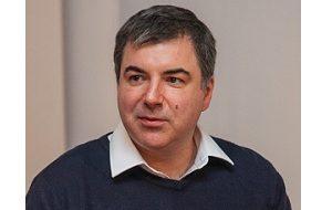 Российский и британский физик. Лауреат Нобелевской премии по физике 2010 года (совместно с Андреем Геймом), член Лондонского королевского общества (с 2011)