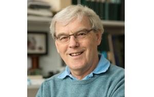 Шотландский учёный-биолог. Труды в основном посвящены структурной и молекулярной биологии. Известен исследованиями бактериородопсина с помощью электронного микроскопа и предложенными атомными моделями структуры мембранных белков