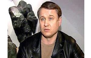 Красноярский предприниматель, известен как «Паша-Цветомузыка». Неоднократно судим за различные преступления
