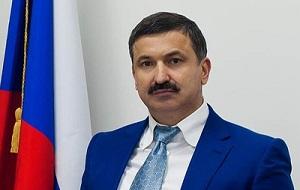 Российский дипломат. С октября 2010 Помощник Президента Чеченской Республики по внешним связям