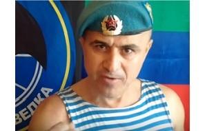 Старшина Воздушно-десантных войск России Асхаб Алибеков прославился в сети благодаря своему Ютуб-каналу, где он критикует Путина