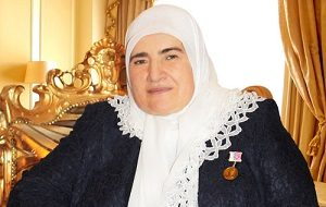 Вдова Ахмата Кадырова, мать главы Чечни Рамзана Кадырова, крупный российский чеченский благотворитель. Является президентом РОФ им. А. Кадырова и, согласно публикации в газете «Коммерсантъ», учредителем фирмы «Лайнер-1»