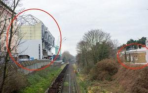 Британская семья Кроствейт обратилась в суд, указав, что одна из стен арены стадиона будет бросать тень на их дом, из-за чего в нем будет мало света
