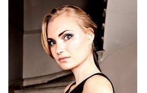 Модель с русским языком, телеведущая, актриса, деловая женщина и светская женщина. В настоящее время она проживает в Лондоне