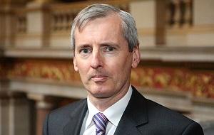 Британский дипломат, в ноябре 2015 года назначен послом Её Величества в Российской Федерации на смену сэру Тиму Барроу. Кавалер ордена Святого Михаила и Святого Георгия (CMG).