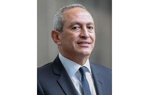 Египетский предприниматель, младший из трёх сыновей известного предпринимателя Онси Савириса (Onsi Sawiris)