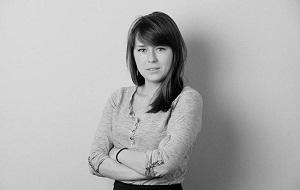 Лауреатом Пулитцеровской премии за участие в проекте «Панамское досье» и журналисткой, известной своими коррупционными расследованиями,журналист «Новой газеты»