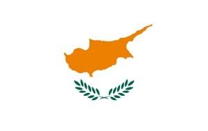 Островное государство в восточной части Средиземного моря. Член Европейского союза с 1 мая 2004 года. Официально территория Республики Кипр включает 98 % территории острова Кипр (остальные 2 % занимают британские военные базы Акротири и Декелия), а также близлежащие острова Агиос Георгиос, Геронисос, Глюкиотисса, Кила, Киедес, Кордилия и Мазаки. Де-факто после событий 1974 года остров разделён на три части: 60 % территории острова контролируется властями Республики Кипр (населённой в основном этническими греками), 38 % — Турецкой Республикой Северного Кипра (населённой в основном этническими турками), 2 % — Британскими вооружёнными силами. ТРСК признана как независимое государство только Турцией